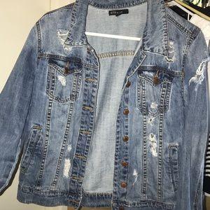 SÚPER CUTE dark jean ripped jacket